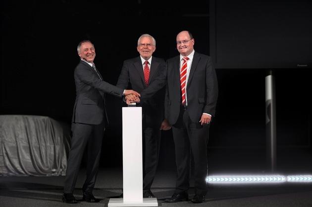 in Audi macht die Nacht zum Tag: neues Lichtassistenzzentrum (FOTO)