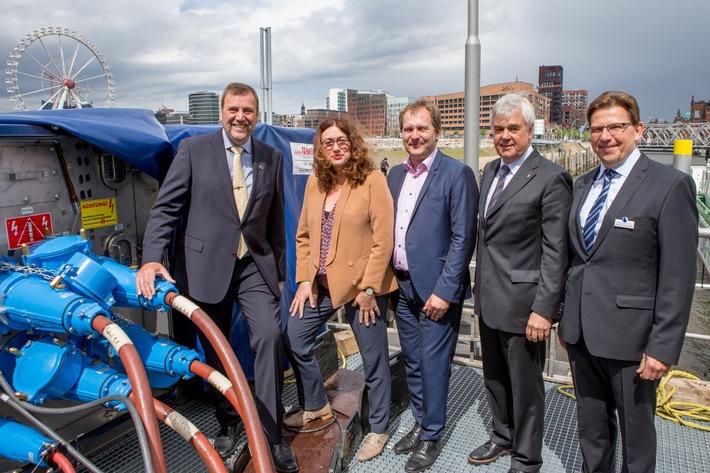 in Weltpremiere: AIDAsol erstmals mit emissionsarmem Strom aus LNG beliefert (FOTO)