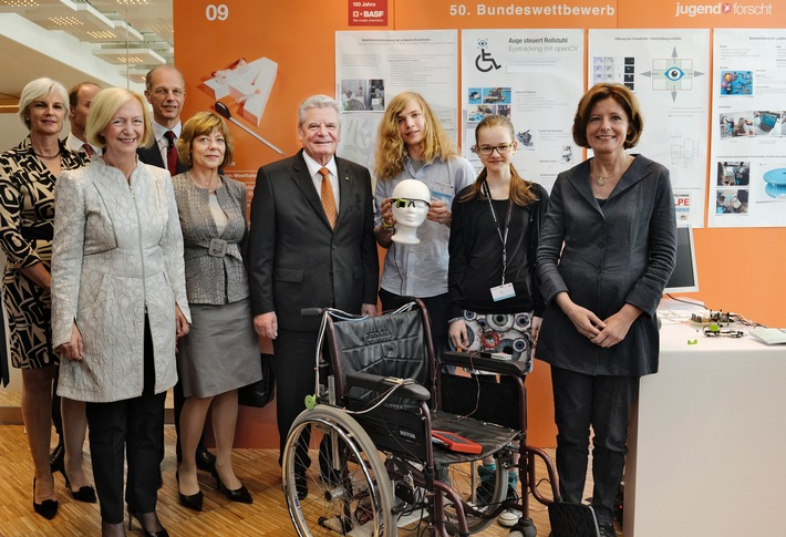 in Bundespräsident Gauck kürt Jugend forscht Bundessieger 2015 (FOTO)