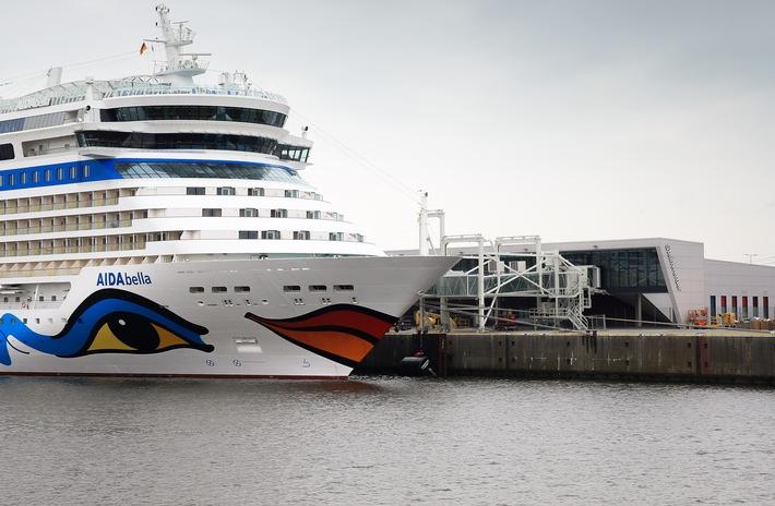 in Premiere: AIDAbella macht erstmals am neuen Hamburger Cruise Terminal fest (FOTO)