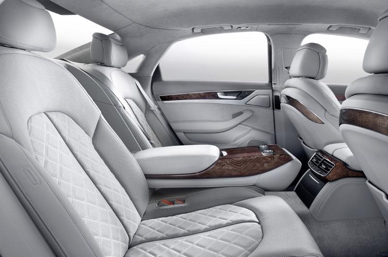 A8090039 in Kurz angefahren : Audi A8 4,2 FSI | Des Transporters neue Kutsche