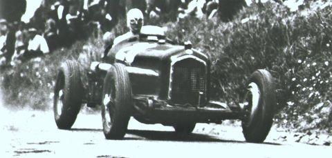 2010130013 0002 in Techno Classica: Alfa Romeo zeigt Raritäten