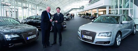 Rufus in Erste Audi A8 ausgeliefert