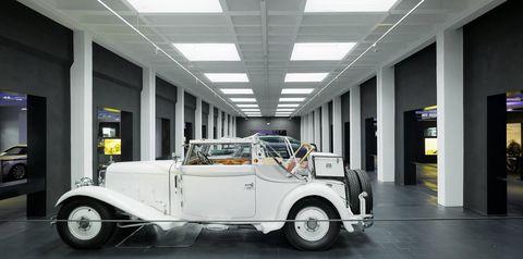 2010130068 0003 in Maybach-Museum im historischen Rahmen