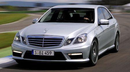 Mercedes E 63 AMG 2 in Mercedes E 63 AMG: Lack und Leder zum gleichen Preis
