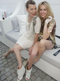 Milla-jovovich in Mercedes-Benz Fashion Week: Mode und Stars begeistern Publikum