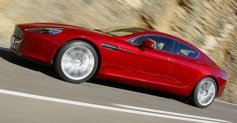 Aston-martin-rapide in Aston Martin Rapide fährt mit Bridgestone Potenza