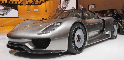 Porsche-918-1 in Schloss Bensberg Classics: Premiere des Porsche 918 Spyder