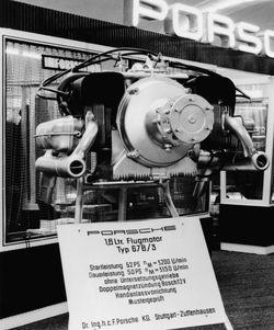 IAA-in-Frankfurt-1957 in Pützer Elster B wirbt für das Porsche-Museum