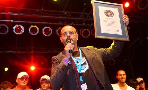 MX-5 Guinness Weltrekord 4 in Weltrekord in Essen: 459 Mazda MX-5 in einer Reihe