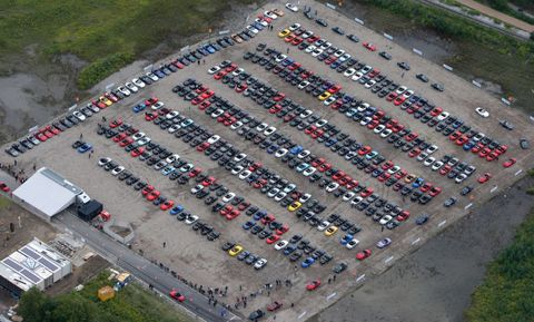 MX-5 Guinness Weltrekord 8 in Weltrekord in Essen: 459 Mazda MX-5 in einer Reihe