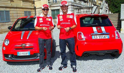 Massa-und-alonso in Abarth 695 Tributo Ferrari mit Alonso und Massa am Steuer