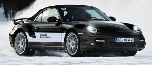 Porsche-911-survolt in Extreme Bedingungen beim Porsche-Wintertraining