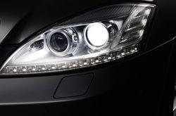 Mercedes-xenon-1 in Mercedes-Benz mit hellerem Xenonlicht