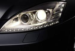 Xenon-mercedes in Mercedes-Benz mit hellerem Xenonlicht