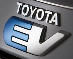 Toyota-ev in Tesla und Toyota zeigen Elektroauto RAV4 EV Concept