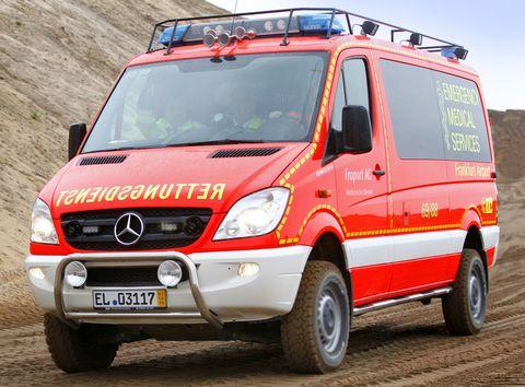 Fraport-rettungswagen-frankfurt-flughafen-1 in Frankfurt: Rettungswagen mit Geländegang