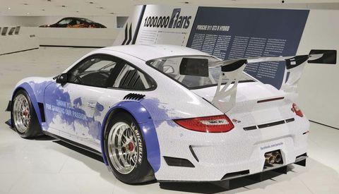Facebook-porsche-911-gt3-r-hybrid-1 in Facebook-Porsche 911 GT3 R Hybrid im Museum