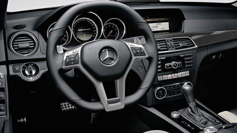 Mercedes-amg-c-63-innen-1 in Mercedes-Benz C 63 AMG kommt mit frischer Technik