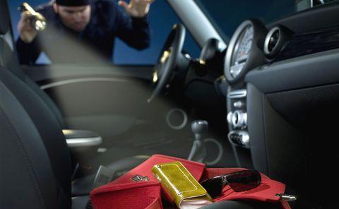 Wertsachen-auto-diebstahl-2 in Wertsachen lieber nicht im Auto lassen