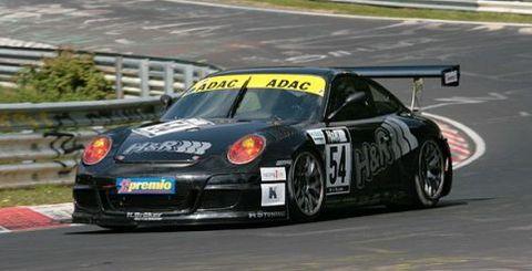Porsche-911-gt3-cup-s in Sascha Bert mit Jürgen Alzen Motorsport im Porsche beim 24-Stunden-Rennen