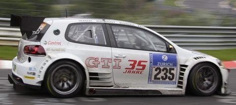 Vw-golf-24 in Nürburgring: Porsche gewinnt das 24-Stunden-Rennen