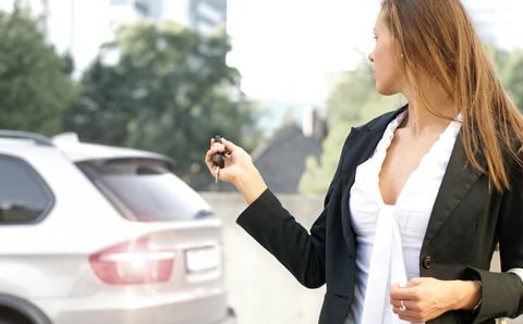 Autofahrerin in Die schlechtesten Autofahrer 2011 kommen aus Italien