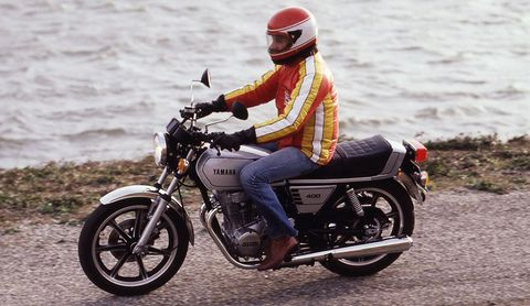Yamaha-XS-400 in