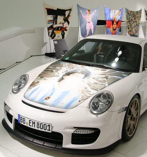 Porsche-911-GT2-RS-von-Daniela-Boo in Porsche GT2-Fronthauben als Kunstobjekte