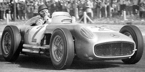 Juan-Manuel-Fangio-im-Mercedes-Benz-W-196-von-195 in