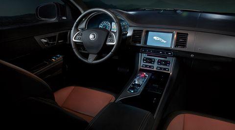 Jaguar-xf-2012-5 in Jaguar XF: Gelungenes Facelift, Downsizing im Motorraum