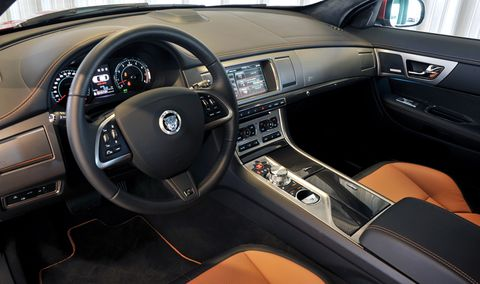 Jaguar-xf-2012-6 in Jaguar XF: Gelungenes Facelift, Downsizing im Motorraum